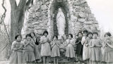 Primary school girls at Marion shrine, 1939