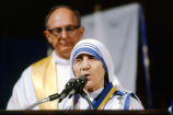Mother Teresa makes a brief statement after receiving the Pere Marquette Discovery Award, 1981