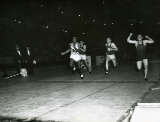 Ralph Metcalfe wins indoor 60-meter dash, 1933
