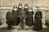 Priests, religious sisters, and Ojibwa elder, 1928